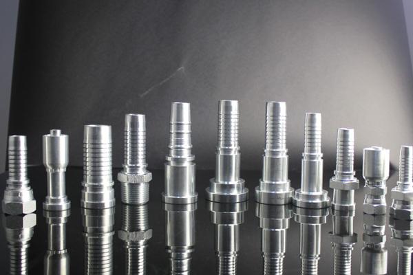 Raccordo idraulico femmina JIS per tubo esagonale doppio con sede a cono da 60 gradi